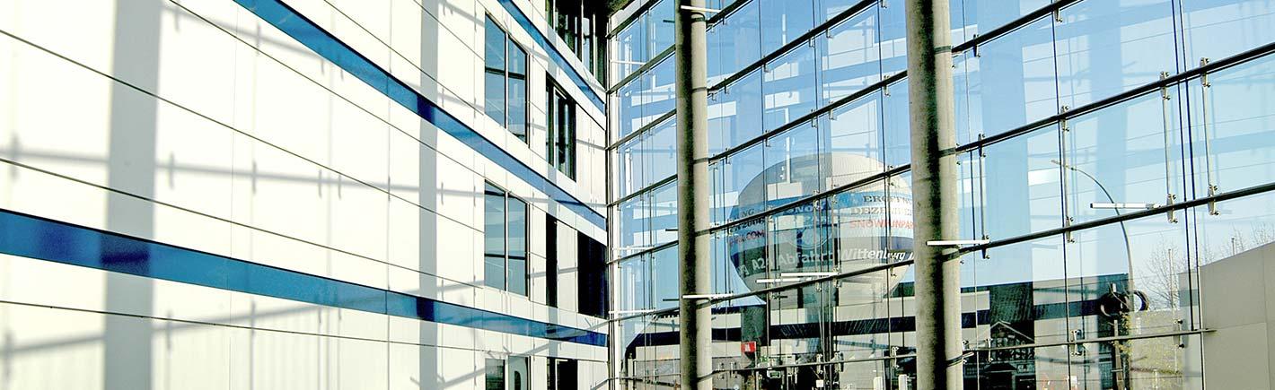 Hamburger Hausverwaltung und Konzepte Glasfassade